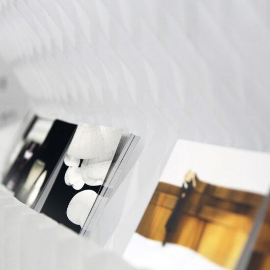 Softwall textiel wit designverlichting verlichting display P.O.S. molodesign art4elements scheidingswanden beurswand huren kopen beursstand ontwerp brochures maatwerk custom made te koop