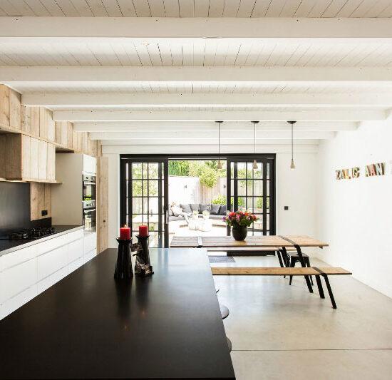 2de woning verhuren kopen investering vastgoed hoog rendement vakantie woning villa art4elements architect inrichting ontwerp totaal concept keuken